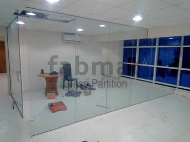 frameless-glass-partition-fabmac-infobip