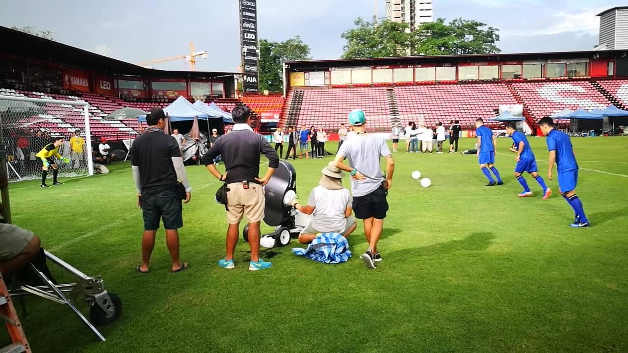 ถ่ายโฆษณาวาสลีน วันที่ 2 ที่ SCG Stadium  วันที่ 14 มิถุนายน 2560 #เครื่องยิงลูกฟุตบอล #ให้เช่าเครื่องยิงลูกฟุตบอล #thaifootballagent