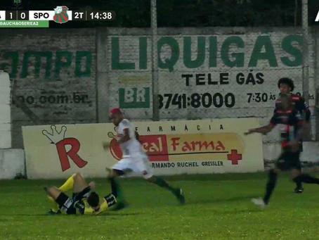 VIDEO - Jogador de futebol é preso após agredir árbitro