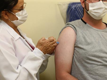 Brasil deve atingir hoje a marca de 100 milhões de pessoas completamente imunizadas