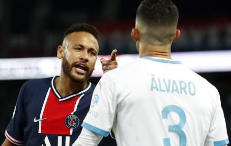 PSG anuncia apoio a Neymar em caso de racismo