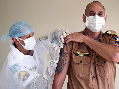 Justiça nega pedido dos MPs e autoriza Paraná a manter vacinação das forças de segurança
