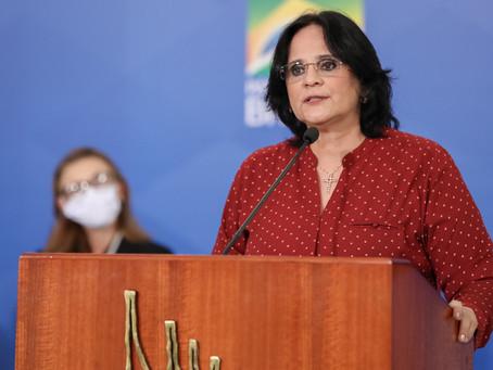 Ministra Damares anuncia no Paraná aplicativo para crianças e adolescentes denunciarem violência