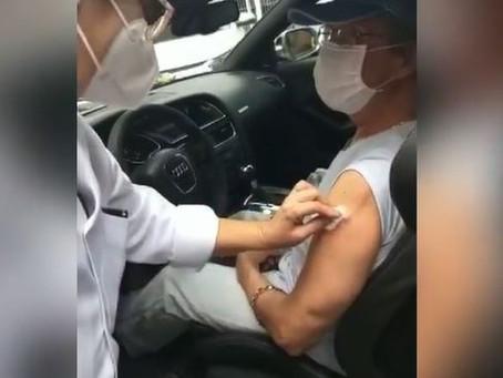Rei Roberto Carlos recebeu a 2ª dose da vacina contra a Covid-19