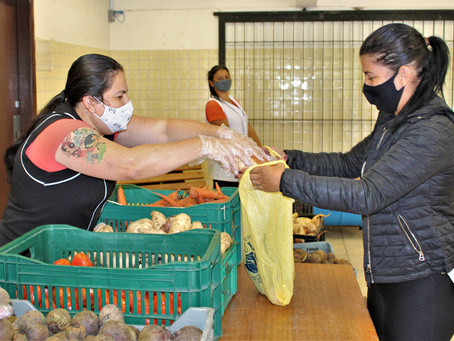 Escolas estaduais distribuem 222 mil kits na 3ª entrega de merenda do ano