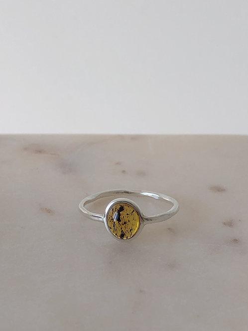 Серебряное кольцо с янтарем, размер 19