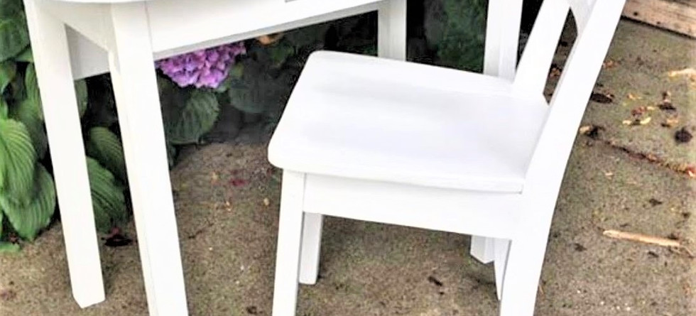 Signing Table & Chair