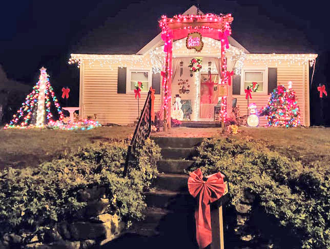 Midway Women's Club Best decorated yard.