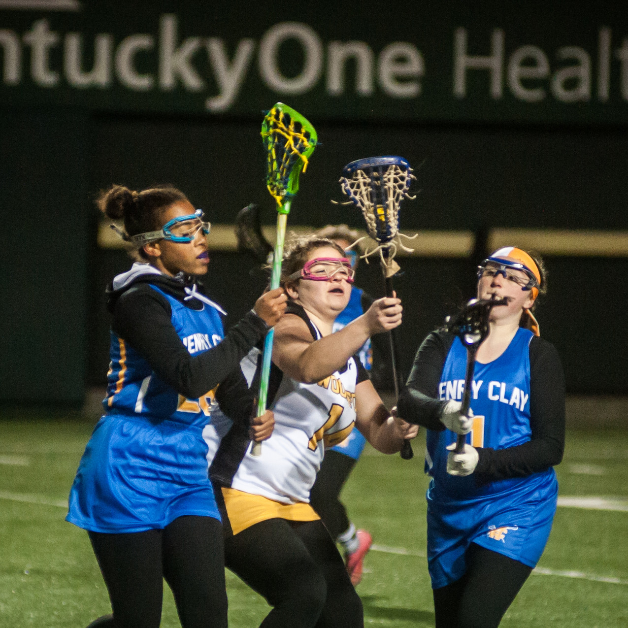 WCHS FRESHMAN HALEY SPENCER battles with a pair of Lady Blue Devil defenders in the Lady Jackets' win on March 7. (Photo by Bill Caine)