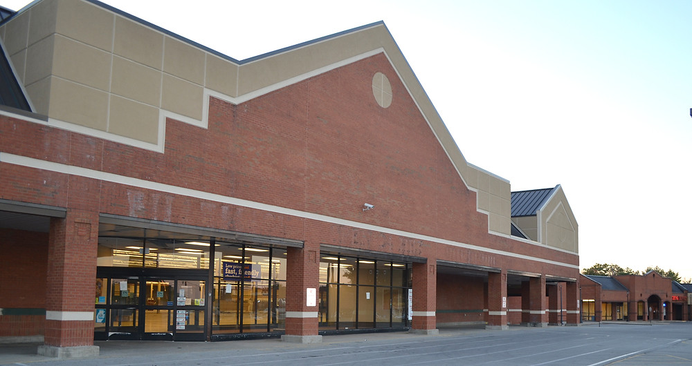 THE FORMER KROGER in the Lexington Road Plaza has been vacant for more than two years. Somebody with local ties has shown interest in leasing the commercial property, according to Versailles Mayor Brian Traugott. (File photo by Bob Vlach)