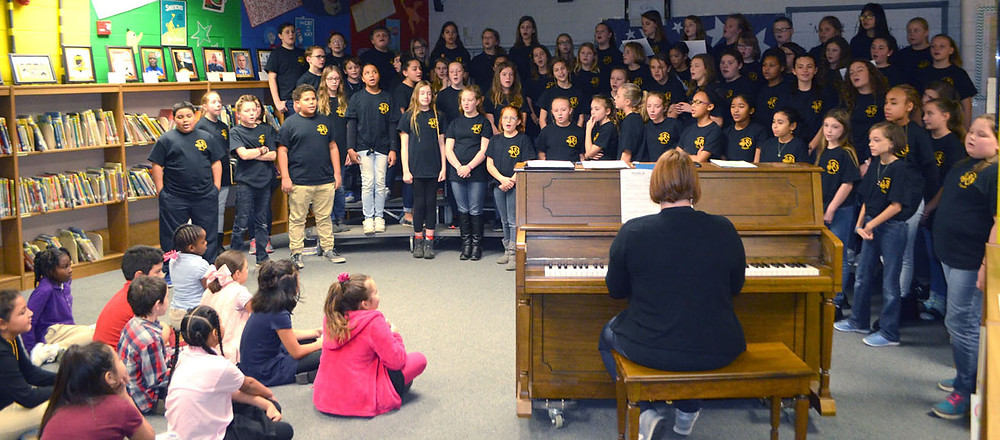 WCMS CHOIR STUDENTS performed during Arts Day at Simmons Elementary School Nov. 20. (Photo by Bob Vlach)