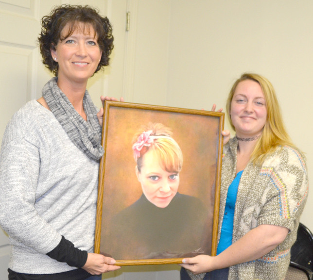 """JENNIFER POWELL, left, and Sommer Melton are pictured with a framed image of Powell's younger sister and Melton's mother, Jolene Berger-Bowman, who died from a fentanyl overdose on July 1, 2015. During an interview on Tuesday morning, Powell said she wants Prince's overdose death to raise public awareness about fentanyl. """"That word, of course, caught my attention immediately,"""" she says. (Photo by Bob Vlach)"""