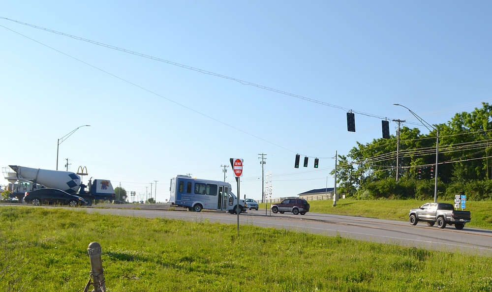 AN INTERSECTION along Leestown Road at Georgetown Road (Ky. 341) has become busier with commuter traffic traveling between Lexington and Frankfort, according to Midway Mayor Grayson Vandegrift. He plans to meet with representatives of the state transportation department to discuss his concerns about the increase in traffic. (Photo by Bob Vlach)