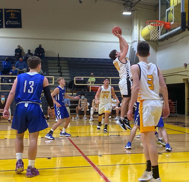HUNTER PENN, with 23 points, scored more than a third of the Yellow Jackets' total during Monday's 63-61 home loss to Walton Verona. (Photo by Piper McCoun)