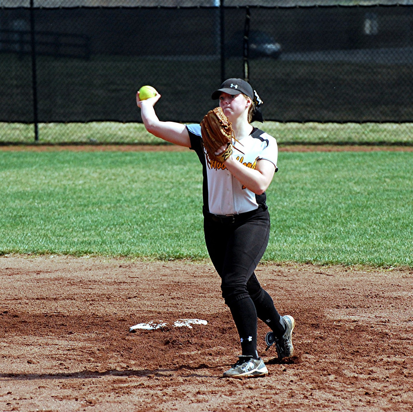 Lindsey Anderson gets some warm-up throws in at the start of an inning. (Photo by Rick Capone)