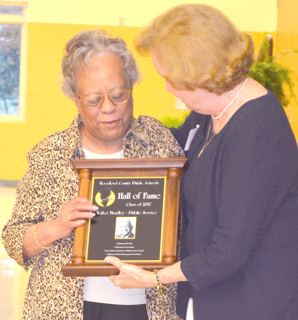 WALTER BRADLEY JR. was inducted into the Woodford County Public Schools Hall of Fame for his public service. Bradley's widow, Mollie, accepted his Hall of Fame plaque from Nancy Duncan at an induction ceremony on Aug. 26. (Photo by Bob Vlach)