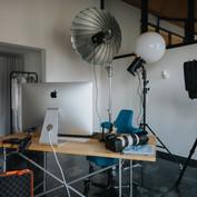Studio mit Licht und Arbeitsplatz