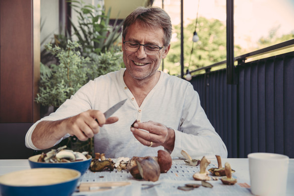Man cleaning mushrooms