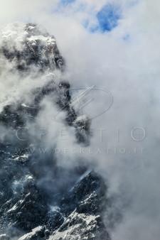SIN-099_The mysterious peak.jpg