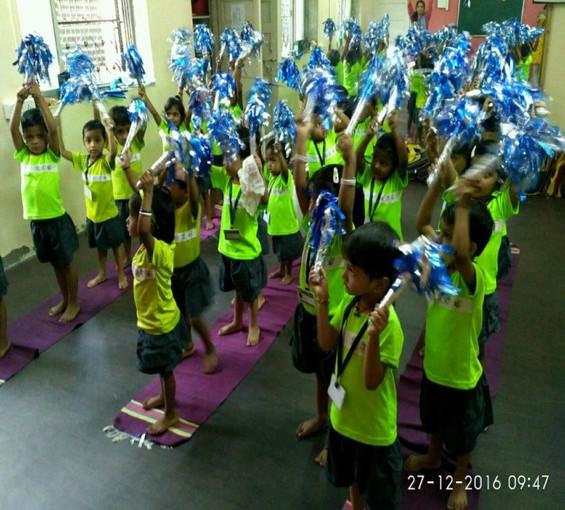 desh seva samiti school kids pom poms.jp