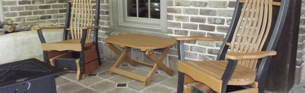 BENT BACK GLIDERS AND TABLE