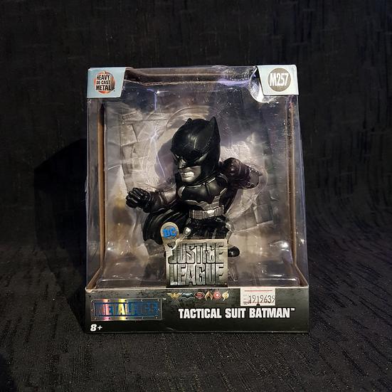 Figura De Acción Tactical Suit Batman 10cm Metal