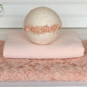 Gilologie_Pinky Peach Lace Backdrop, Wra