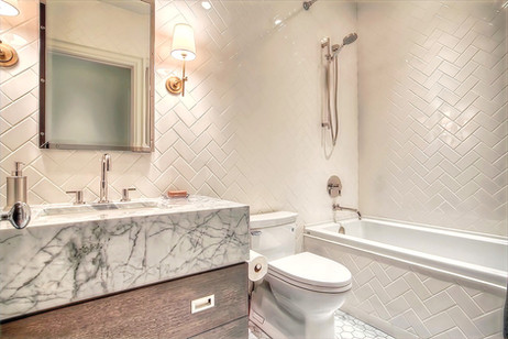 Guest bath - Calgary custom home design