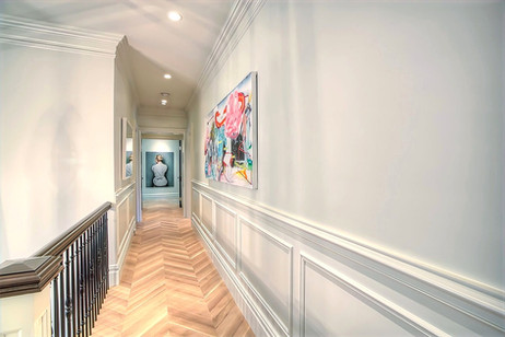 Hall gallery - Calgary luxury home desig