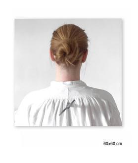 Travail sur le temps infini et sur le côté ou la femme doit, comme une poupée que l'on remonte, effacer les stigmates de celui-ci.