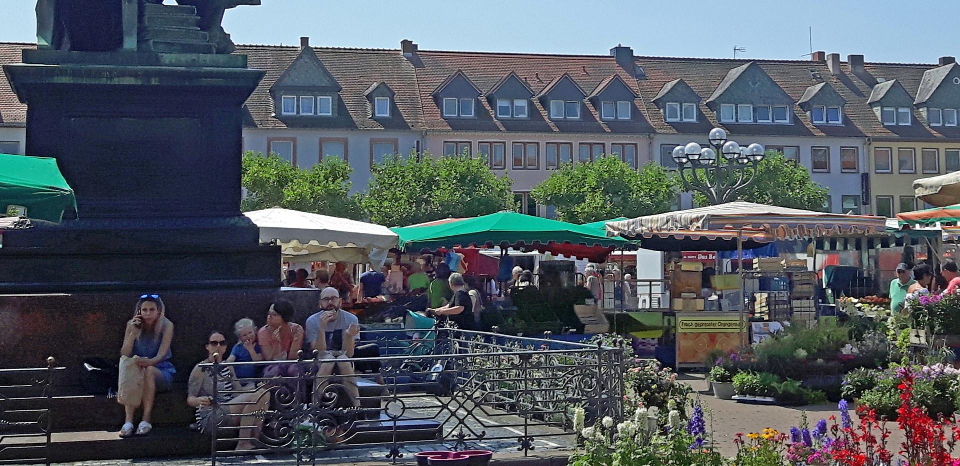 Hanau_Marktplatz_S%C3%BCdseite_edited.jp