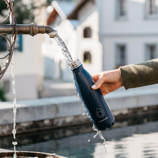 Flasche Dorfbrunnen.jpg
