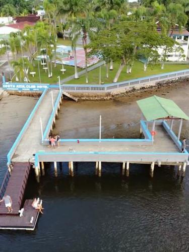 Plataforma de pesca com area coberta, suporte de varas, iluminação noturna e wi-fi