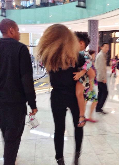 Beyonce at a mall in Dubai