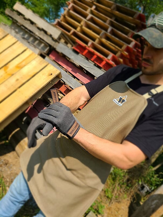 apron and gloves.jpg