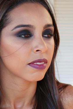 09) às 10_30h - Maquiagem em Modelo - Olhos Esfumado