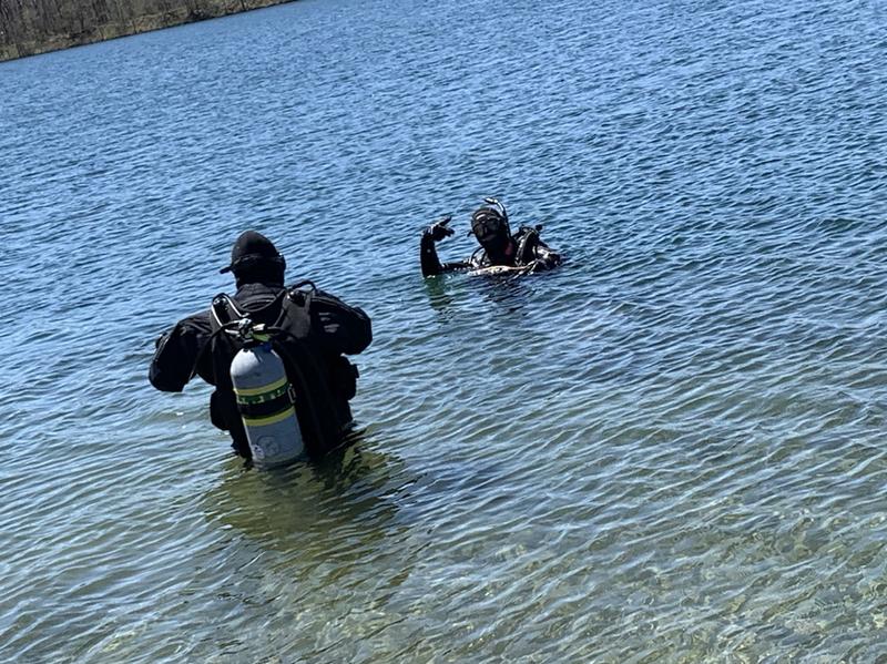 Sheriffs Dept Dive Team helping install