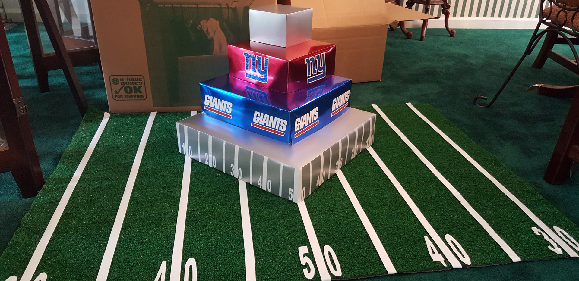 NY Giant Birthday cupcake stand and field