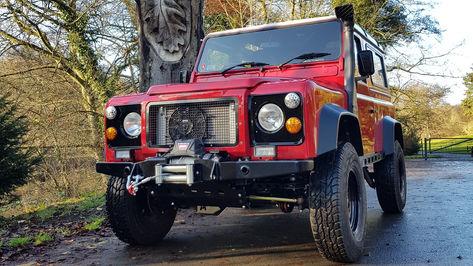 MGI.jpgLand Rover Defender 90 Station Wagon