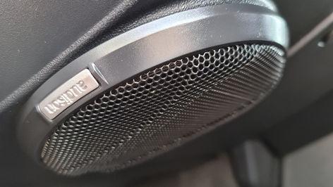 Land Rover Defender 110 Speaker