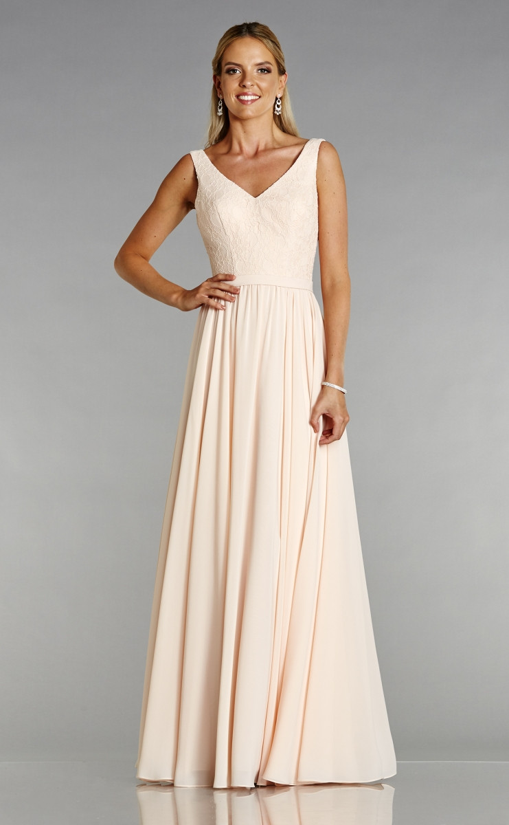 Paisley is a beautiful v neck Bridesmaid dress by Tiffany's Bridemaid and is available in our Lincolnshire boutique at Osh Gosh Gowns in Scunthorpe!