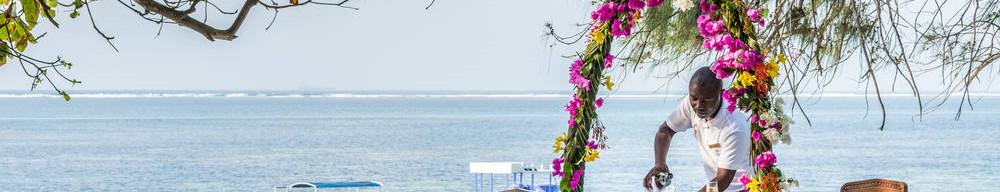 Beachfront_dining_Serena_Beach_Resort_an