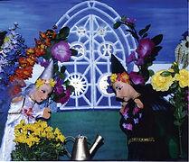 Die beiden Blumenfeen Alessandra und Salamandra kümmern sich um die Blumen im ganzen Lande. Doch eines Tages geraten sie in Streit und Salamandra verlässt wütend den gemeinsamen, prachtvollen Blumengarten. Zurück bleibt eine traurige Alessandra, die den Kasperl um Hilfe bittet, denn plötzlich geschehen seltsame Dinge.