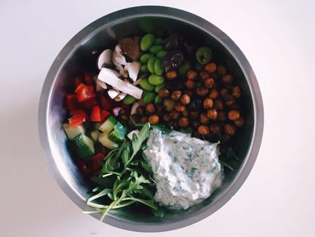 Marrokanische Kichererbsen-Bowl mit Minzdip