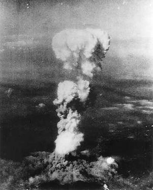 mushroom-cloud-aircraft-Hiroshima-Japan-