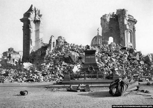 DresdenChurch&StatueAfterBombing.jpg