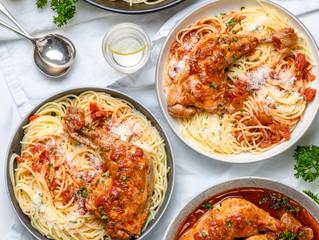 Spaghetti with Chicken in Red Sauce aka Makaronia Me Kokkinisti Kota
