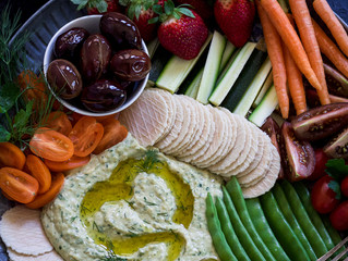 MIXED HERB HUMMUS DIP