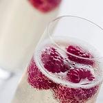 Champagne mit Himbeeren