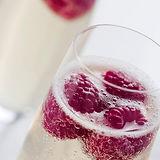 Champagne com framboesas